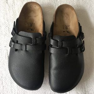 BIRKIS 7 black clogs
